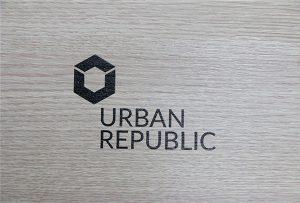 הדפסת לוגו על חומרי עץ על ידי WER-D4880UV
